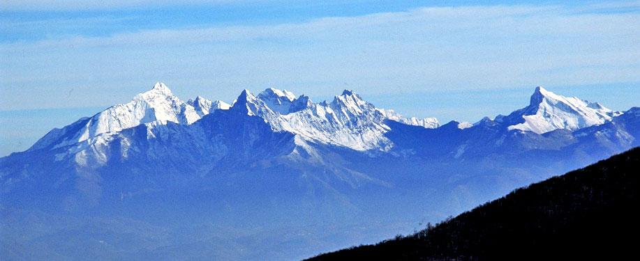Le imponenti vette delle Alpi Apuane