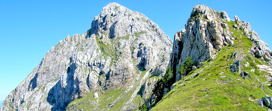 Due vette delle Alpi Apuane
