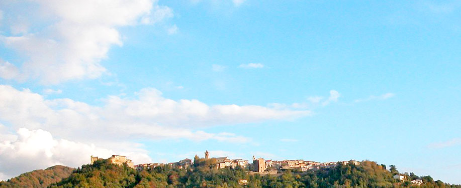 Un suggestivo panorama della Lunigiana